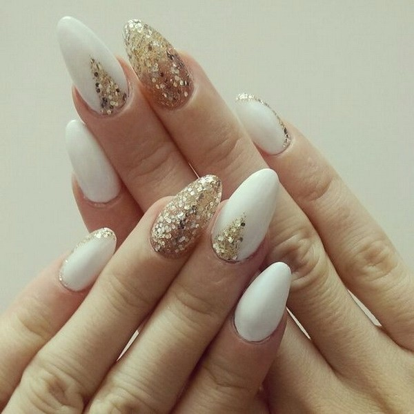 Alysa Queen Almond-Shaped-White-And-Gold-Nails