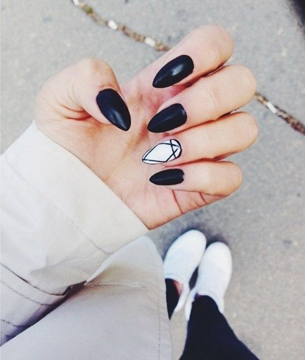 Alysa Queen Black-And-White-Almond-Shaped-Nails