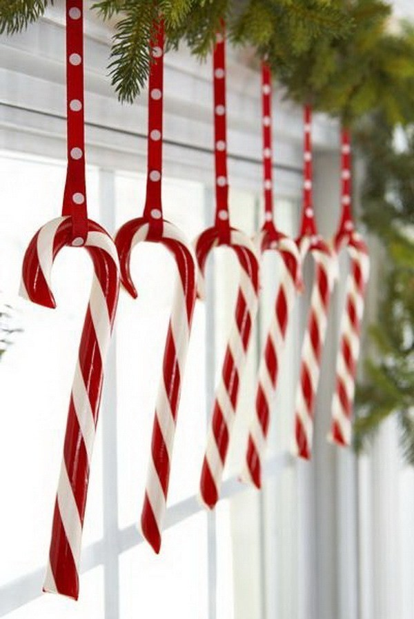 Dangle-Treats-From-Windows Elegant Christmas Decorating Ideas