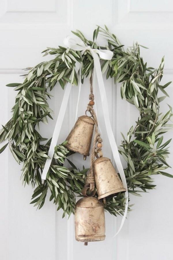 Rustic-Farmhouse-Wreath Elegant Christmas Decorating Ideas