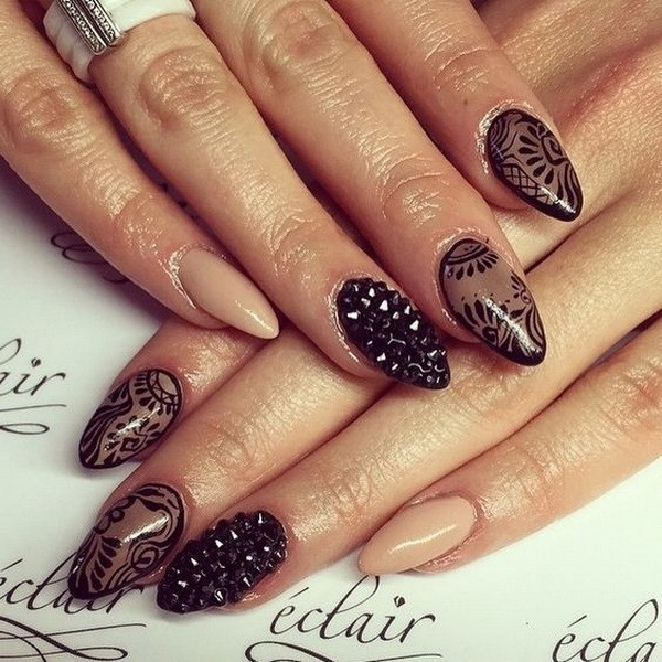 Alysa Queen Sheer-Black-And-Nude-Almond-Nails
