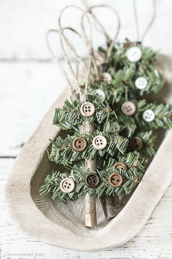 Simple-And-Rustic-Holiday-Ornament Elegant Christmas Decorating Ideas