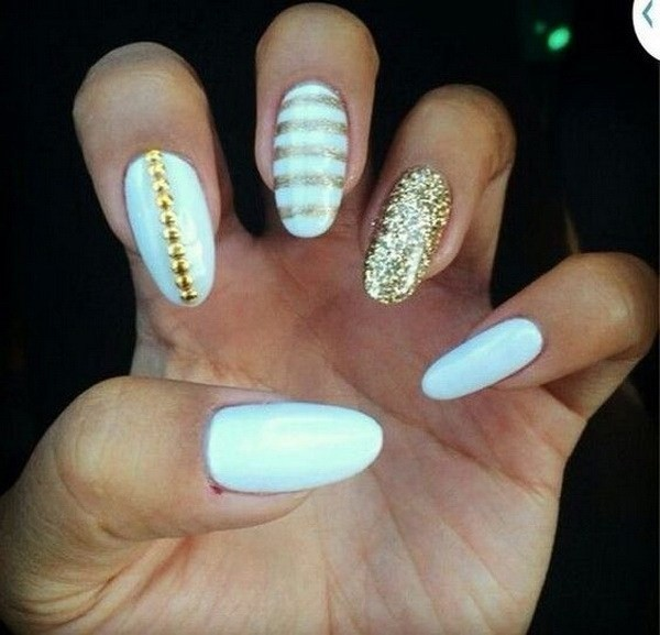 Alysa Queen White-And-Gold-Almond-Nail-Design-With-Gold-Glitter-Details