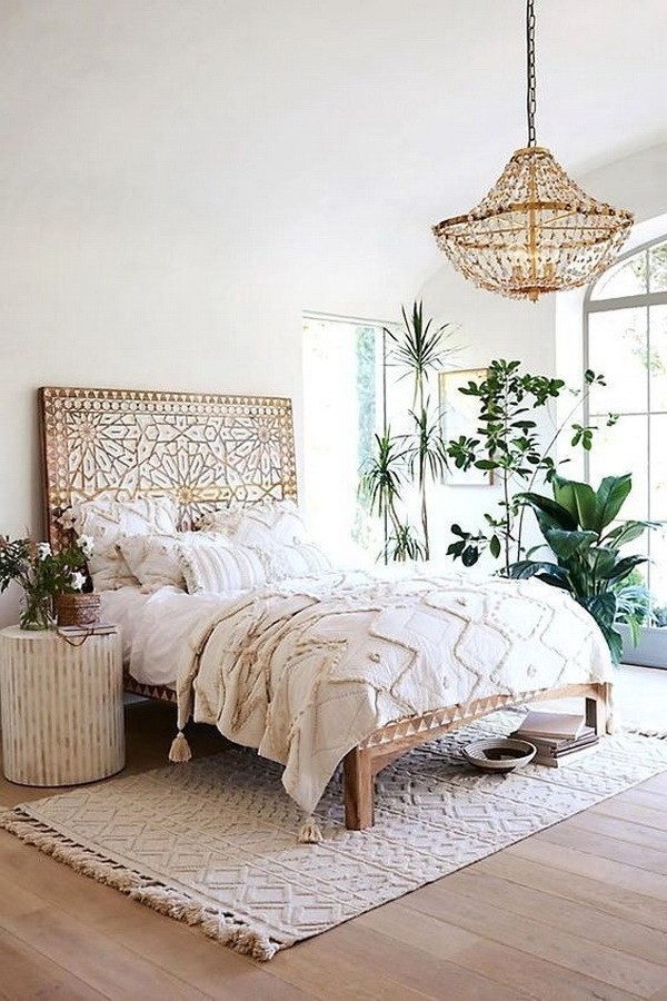 Bohemian-bedroom-with-creamy-white-accents Chic Bohemian Interior Design Ideas
