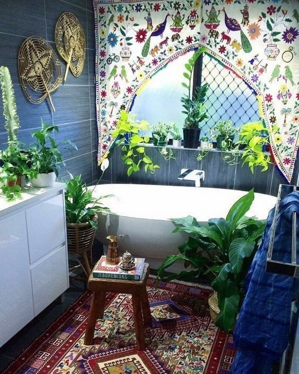Bohemian-style-bathroom-with-lush-greenery Chic Bohemian Interior Design Ideas