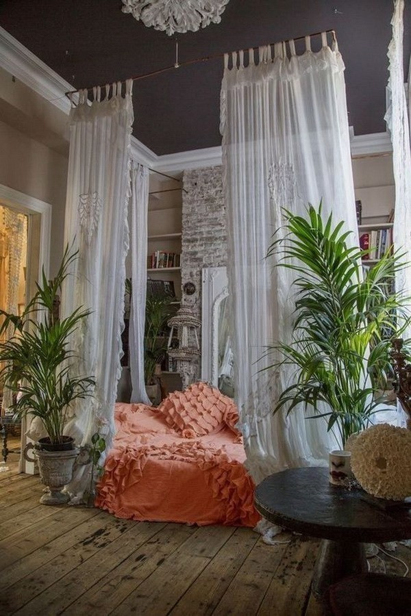 Bohemian-style-bedroom-with-crutains-arround-the-bed Chic Bohemian Interior Design Ideas
