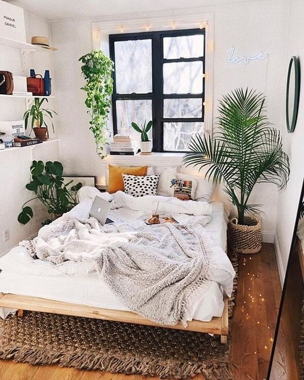 Bohemian-style-bedroom-with-fresh-and-natural-green-plants Chic Bohemian Interior Design Ideas