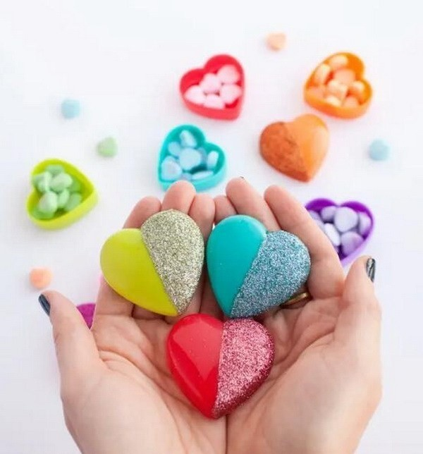 DIY-Glitter-Heart-Candy-Boxes Sweet DIY Valentine's Day Decoration Ideas