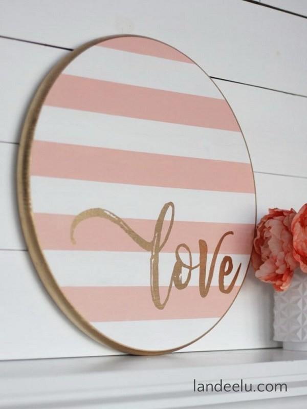 Striped-Round-Love-Sign-For-Valentine's-Day Sweet DIY Valentine's Day Decoration Ideas