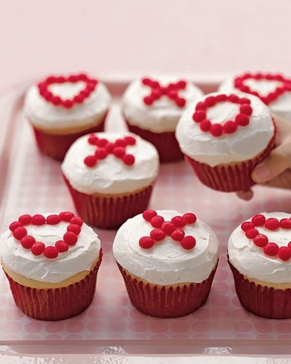 X's-And-O's-Cupcakes Sweet DIY Valentine's Day Decoration Ideas