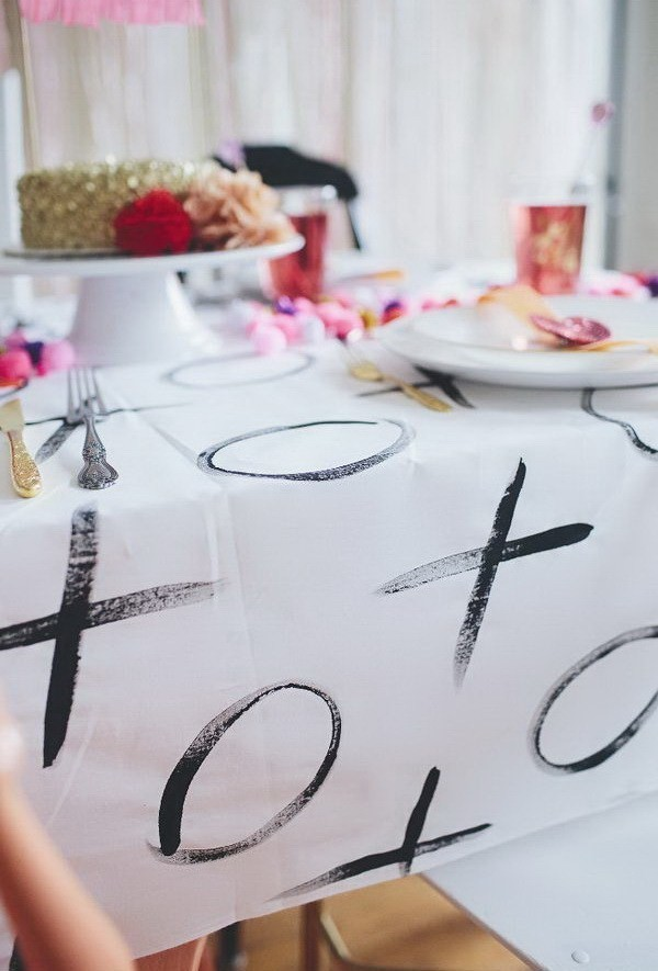 XOXO-Painted-Tablecloth Sweet DIY Valentine's Day Decoration Ideas