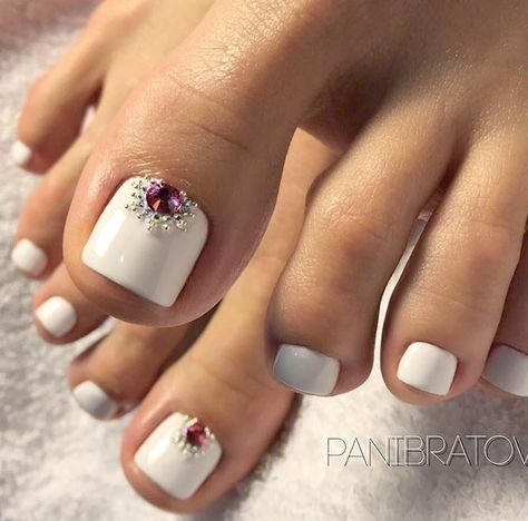 bride-nails-wedding-nails-2 Wedding Nails French Rhinestones Gems They Are Totally Popular Right Now