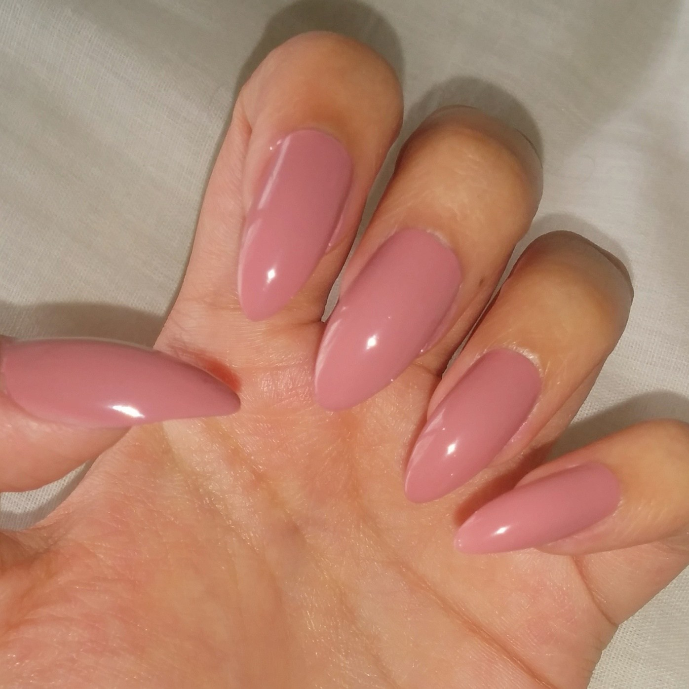 Elegant-dark-pink-nail-colors Perfect Ideas for Pink Nails to Finish Feminine Look