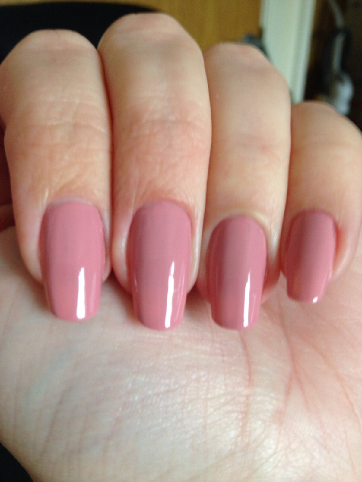 Pink-glossy-nails-that-are-the-best-for-beginners Perfect Ideas for Pink Nails to Finish Feminine Look