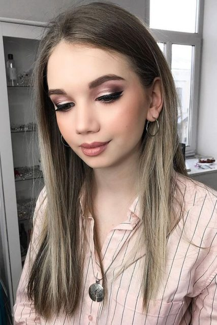 Pink-lips-and-thick-eyelashes-1 Hot 2020 Makeup Ideas for Every Girl