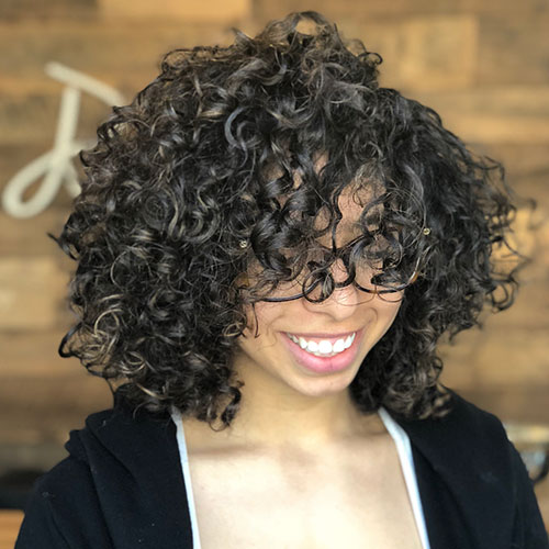 Short-Curly-Hairstyle-for-Round-Faces-10 20 Amazing Short Curly Hairstyle for Round Faces