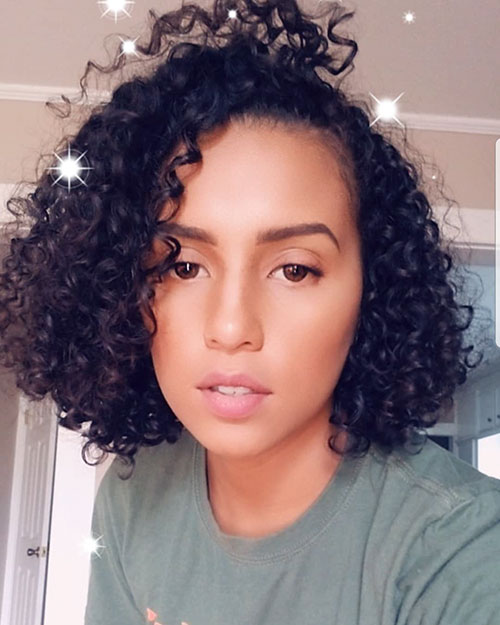 Short-Curly-Hairstyle-for-Round-Faces-13 20 Amazing Short Curly Hairstyle for Round Faces