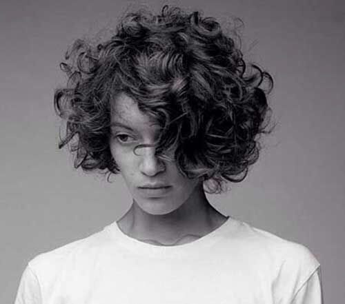 Short-Curly-Hairstyle-for-Round-Faces-14 20 Amazing Short Curly Hairstyle for Round Faces