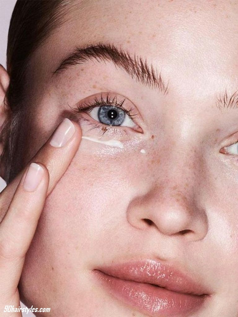 1.-Clean-the-face-with-cleanser-cream-1 6 Steps to Apply Makeup for Beginners
