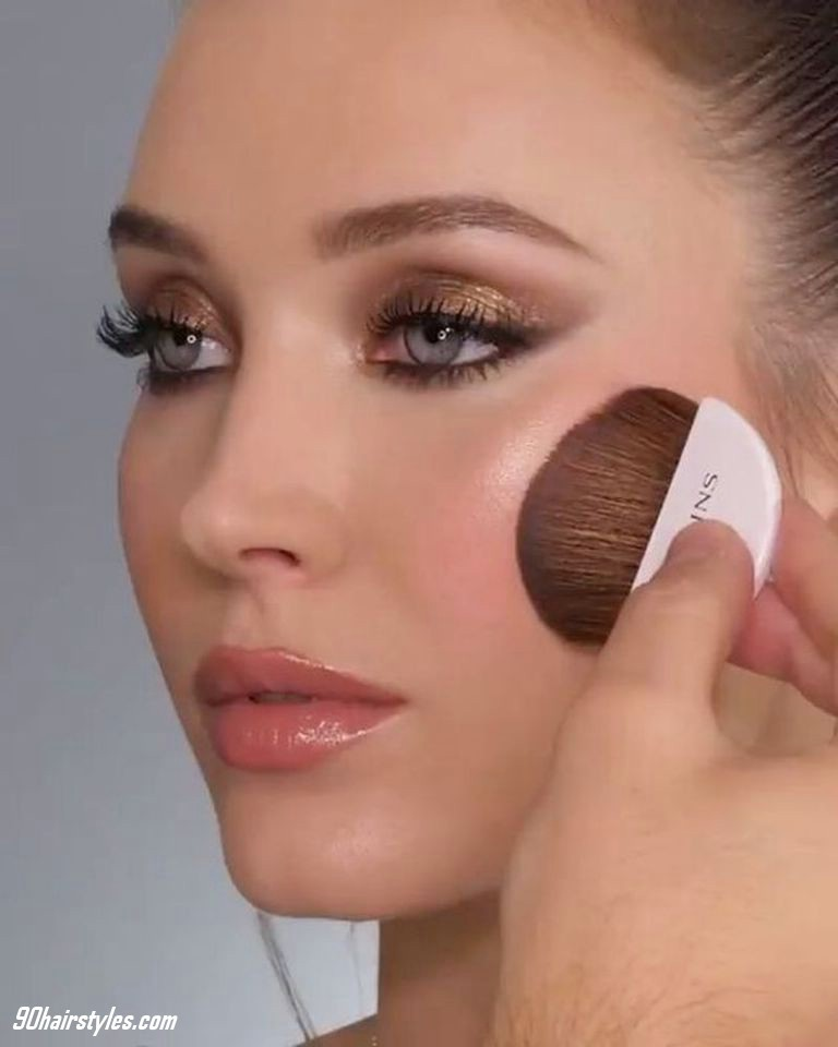 2-Foundation-before-makeup-your-face-1 6 Steps to Apply Makeup for Beginners