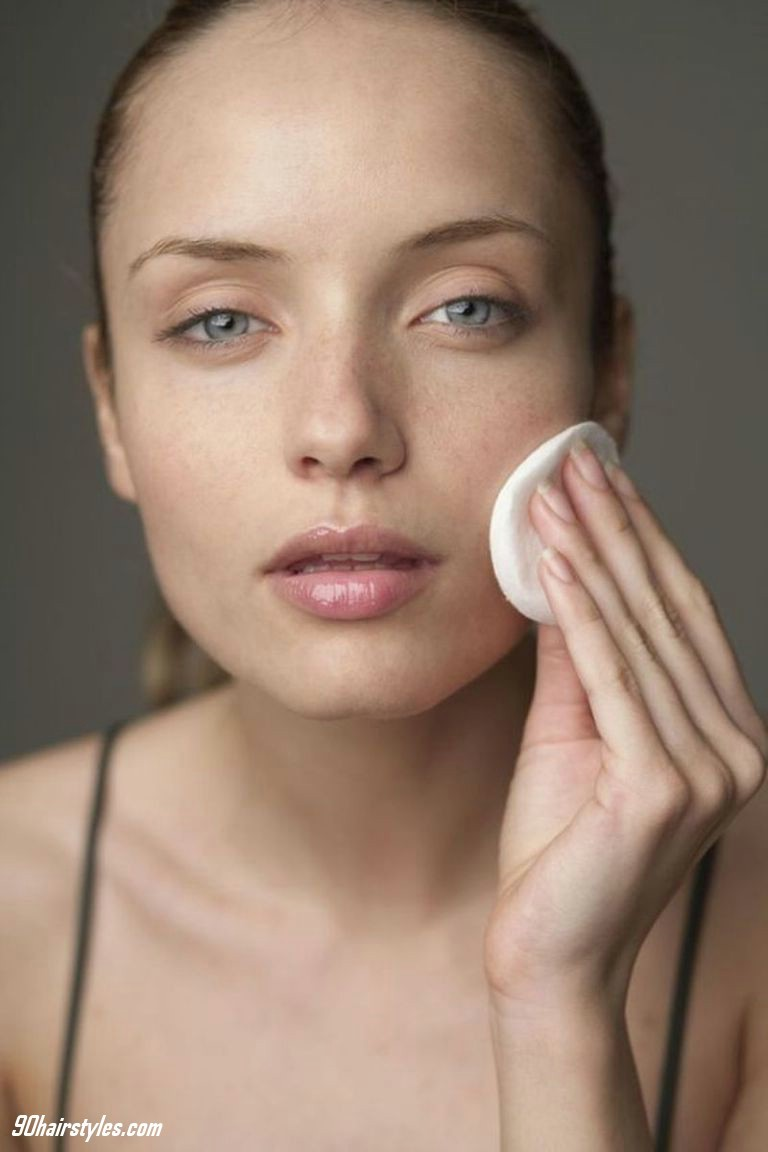 3.-Clean-the-face-with-milk-clean-1 6 Steps to Apply Makeup for Beginners