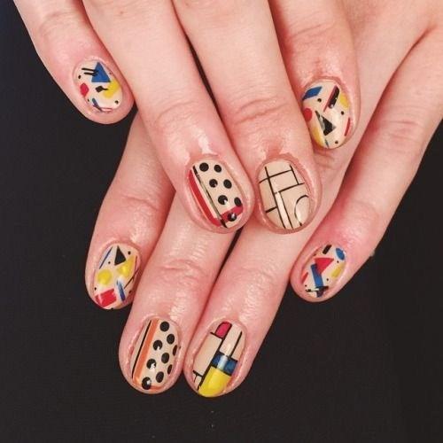 31-abstract-nail-art-ideas Cool Abstract Nail Art Ideas