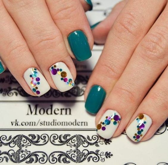 Amazing-shattered-glass-nail-design-2 Cool Abstract Nail Art Ideas