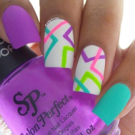 Amazing-shattered-glass-nail-design-3 Cool Abstract Nail Art Ideas