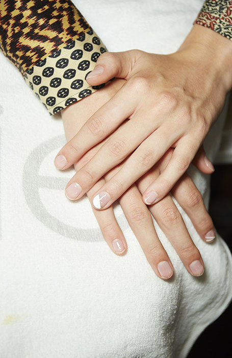 Nude-and-White-Minimal-Detail 10 HOTTEST NAIL TRENDS TO TRY IN 2020