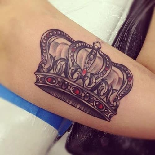 crown-tattoos-3 20 Brilliant Crown Tattoos You'll Need To See